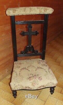 Ancien Prie Dieu Bois Tapisserie décors de Rose Coeur Ecclésiastique Croix XIX
