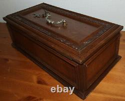 Ancienne grande boîte coffret fin XIXé/Art nouveau avec sa clé & crucifix