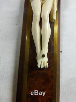 Ancienne superbe Croix murale crucifix CHRIST sculpté XIXe sur loupe