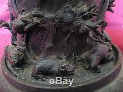 Ancienne théière Tibétaine en bronze noirci-art populaire-scènes de chasse-XIXè