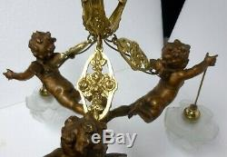 Beau LUSTRE suspension en bronze et régule 3 lumières ANGELOT PUTTI XIXè rosaces