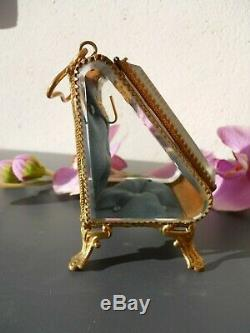 Boite XIXe laiton verre biseauté, dedans porte montre, velours capitonné