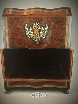 Cave à liqueur Coffret loupe Thuya Napoléon III Marqueterie nacre et laiton XIXe