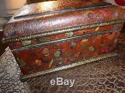 Coffret en cuir repoussé teinté doré au fer masques chinois XIXe