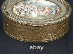 Coffret ovale en laiton gravé, le couvercle orné d'une miniature fin XIX ème s