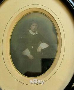 Daguerréotype XIXe photo ancienne femme en pose cadre ovale noir Napoléon III