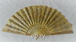 Éventail XIXe en corne, soie et mousseline avec motifs or