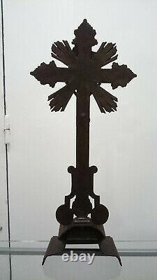 GRAND Crucifix d'autel sur pied en fonte peinte XIXe. Napoléon III. A RESTAURER