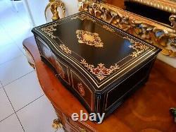Grand coffret XIX ou coffre à châles et accessoires, Époque Napoléon 1850/70