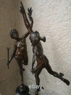 Grandes sculptures en bronze Mercure et Renommée XIX sur colonnes en marbre