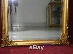 Miroir doré à la feuille d'or fronton style Louis XV époque Napoléon III XIXe