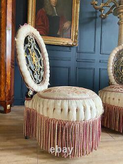 Paire de chauffeuses d'époque Napoléon III à décor d'enfants musiciens XIXe