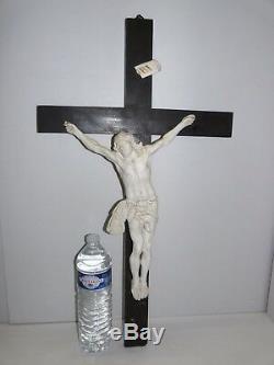RARE GRAND CHRIST EN BISCUIT PORCELAINE sur CROIX NAPOLEON III XIXe RELIGIEUX