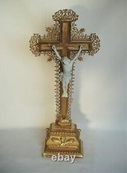 Superbe crucifix doré à la feuille d'or fin XIXe siècle