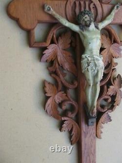 Superbe et rare grand crucifix mural en chêne sculpté fin XIX Siècle
